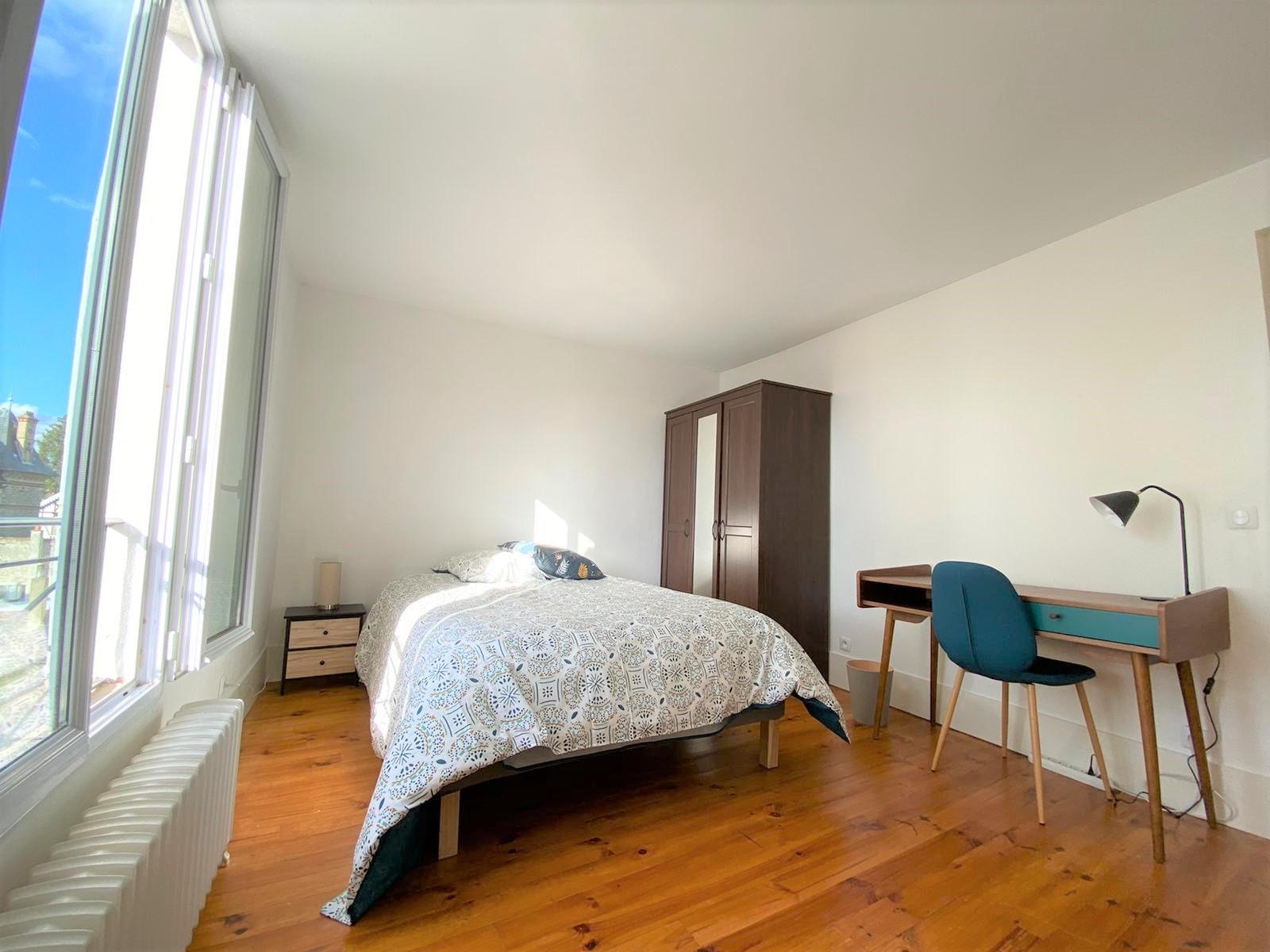 Bedroom 1 Insead