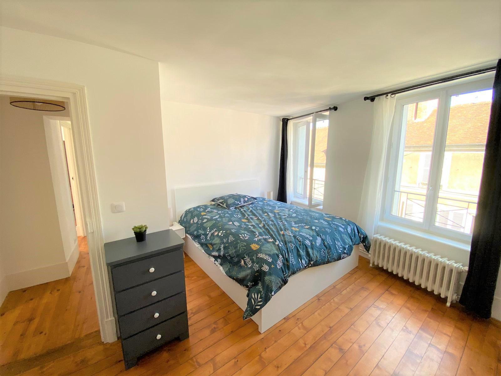 Bedroom 2 Insead MBA housing rental fonty flats